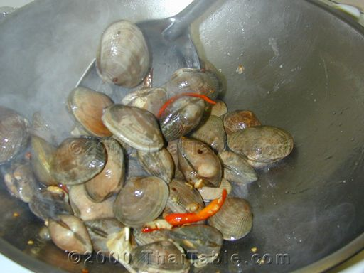 spicy clams with basil step 4