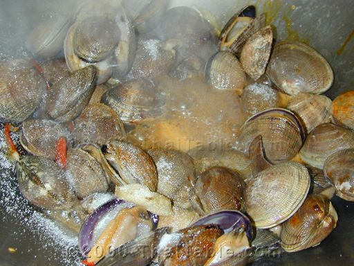 spicy clams with basil step 5